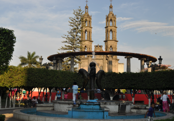 El parque central y la catedral de Tepic, Nay.