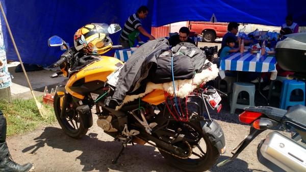 Tanto la moto como el piloto tenían frío
