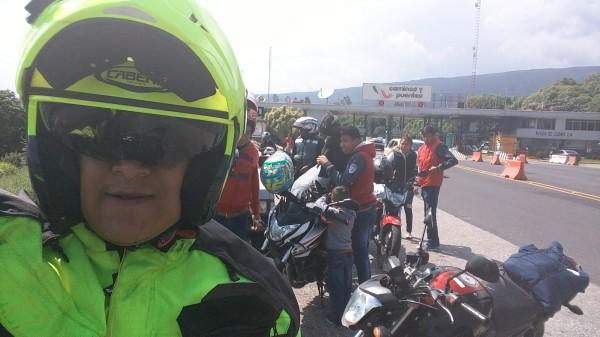 Hermanos motociclistas